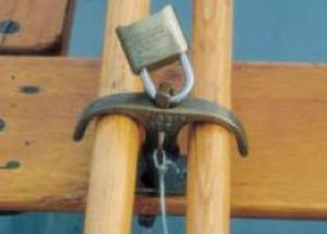 Edson Dinghy - Oar Locking Device